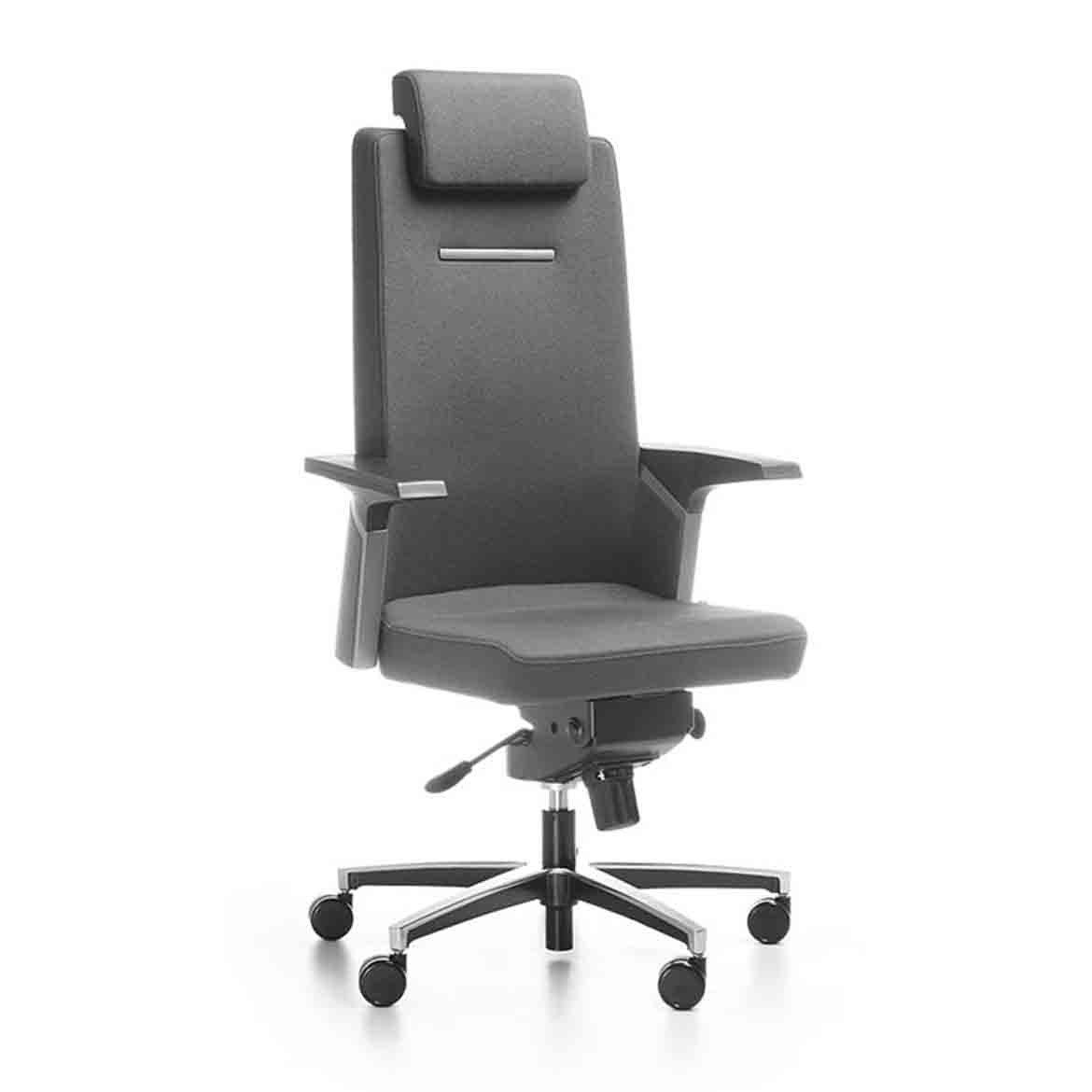 The seat is upholstered with fabric or leather, made of plywood and foam with a rounded and declining front of the seat which considerably affects its ergonomics. Adjustable deth of the seat. Polished or powder painted aluminium cross base.