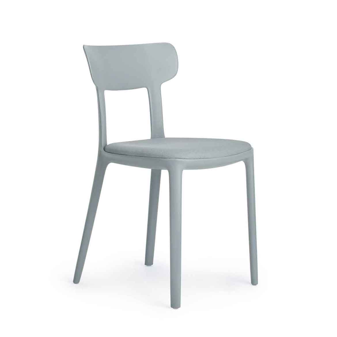 One-piece chair moulded in polypropylene, equipped with upholstered seat. Avaliable in 7 different colors.