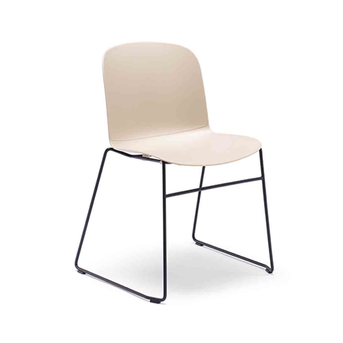 Chair with polypropylene shell, assembled on various bases. Available in 3 versions: upholstered seat, upholstered seat and back or full upholstered.